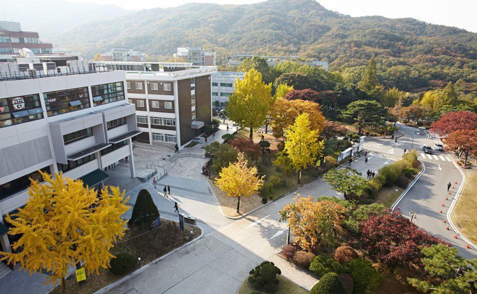 Khuôn viên rộng của trường đại học quốc gia Seoul