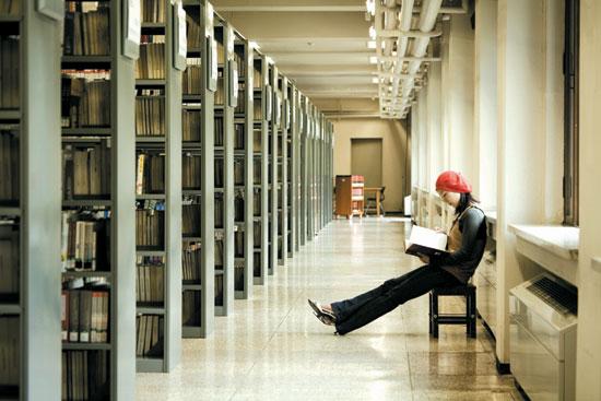 Khu thư viện của trường rộng lớn gần 1500 chỗ ngồi
