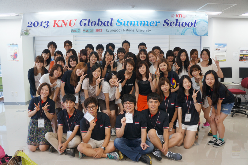 Trường có nhiều học bổng hấp dẫn ưu đãi cho sinh viên