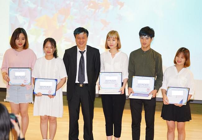 Sinh viên ưu tú nhận học bổng từ phía Chính phủ Hàn Quốc