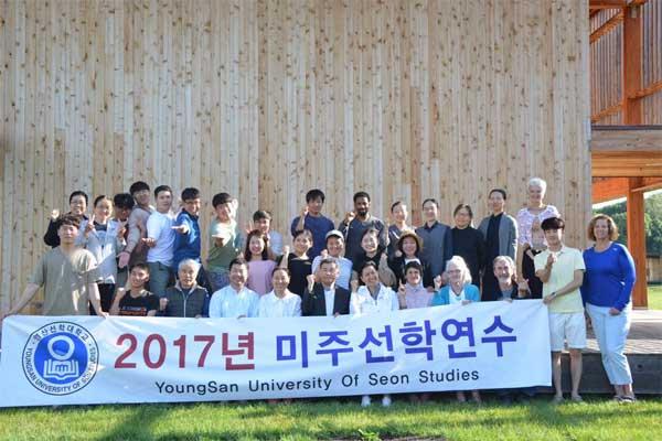 Sinh viên quốc tế theo học tại trường cũng rất đông