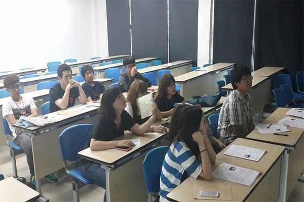 Một tiết học trong trường cao đẳng Andong